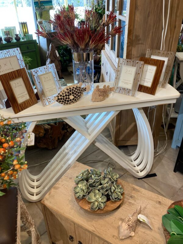 Butterfly Console - Solid White