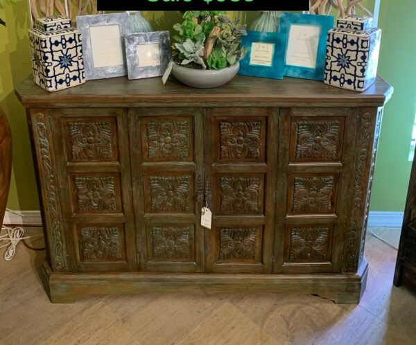 Medallion Console - Blue Green